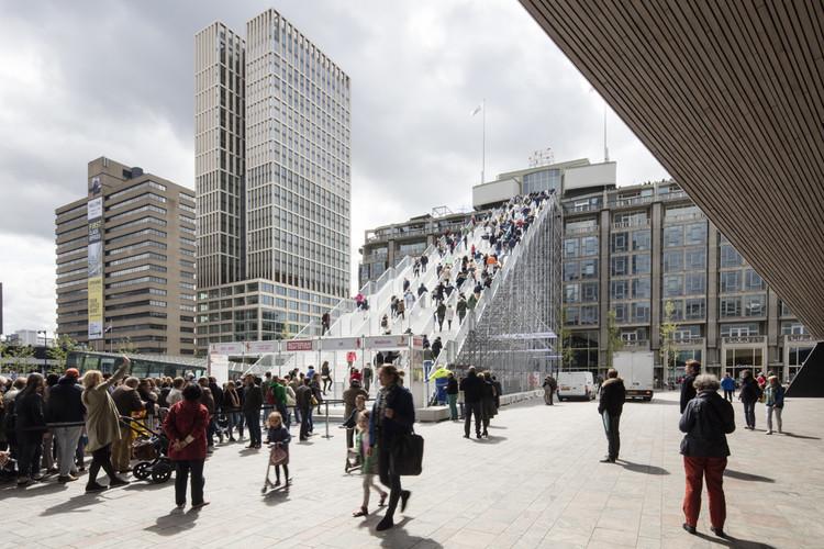 La escalera temporal de MVRDV en Rotterdam. Imagen © Laurian Ghinitoiu