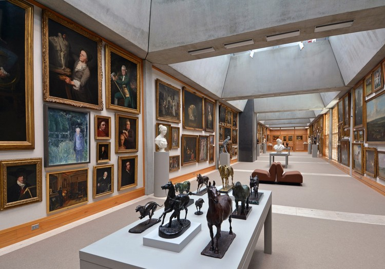Yale Center for British Art, fourth  oor, Long Gallery following reinstallation. Image © Michael Marsland