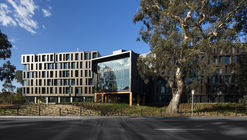 RMIT Bundoora West Student Accommodation / RMA