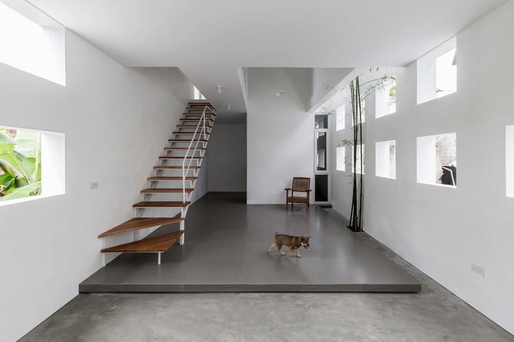 The Cul-de-sac House / Nguyen Khac Phuoc Architects, © Hoang Le