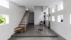 The Cul-de-sac House / Nguyen Khac Phuoc Architects