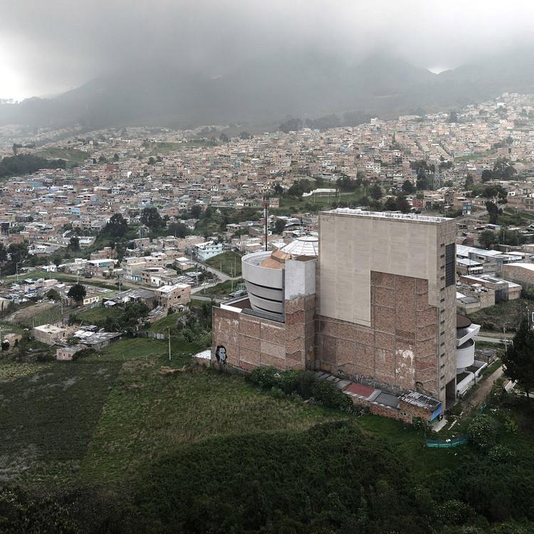 Entre Nubes. Image © Víctor Enrich