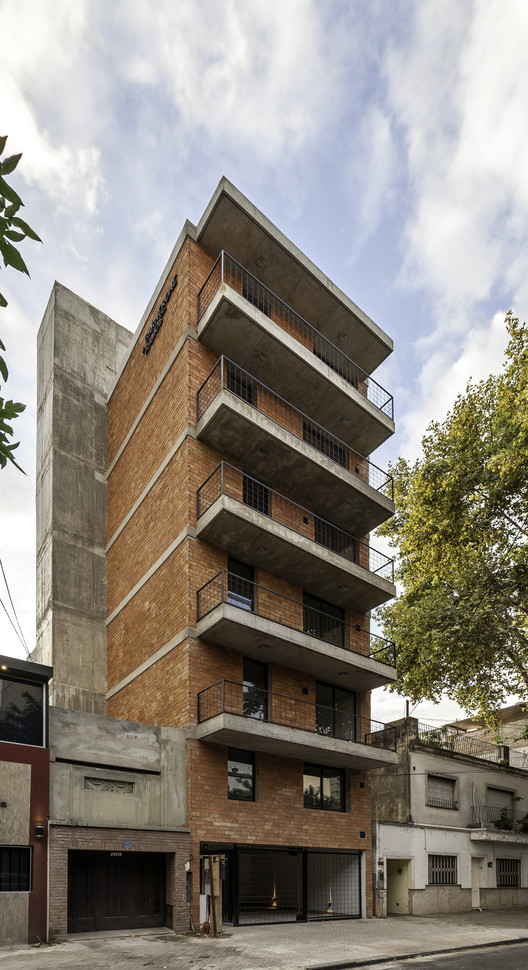 Edificio Rodriguez 1123  / Garnerone + Ramos Arq , © Walter Salcedo