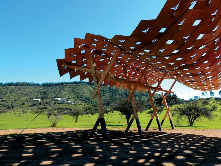 Talca: Sombreadero en Cancha de Carreras a la Chilena / Carolina Solís. Image Cortesía de Carolina Solís