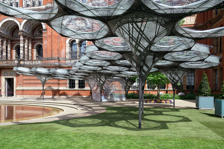 Elytra Filament Pavilion Explores Biomimicry at London's Victoria and Albert Museum , © NAARO via the V&A