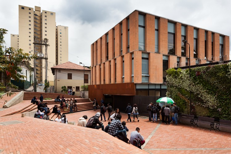 University of los andes public space and integrated care for Arquitecto universidad