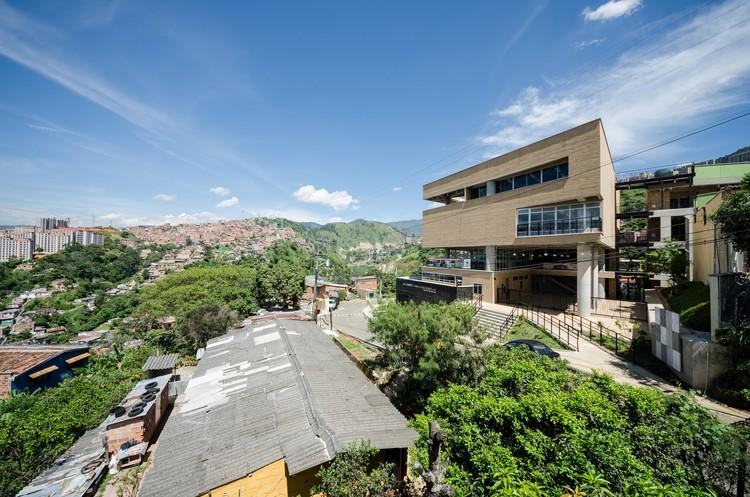 Colegio Camilo Mora Carrasquilla / FP arquitectura + Mauricio Montoya, © Alejandro Arango