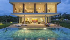 Gallery House / Giovanni Moreno Arquitectos