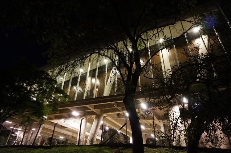 Auditorio Colegio la Enseñanza / OPUS + MEJÍA, © Sergio Gómez