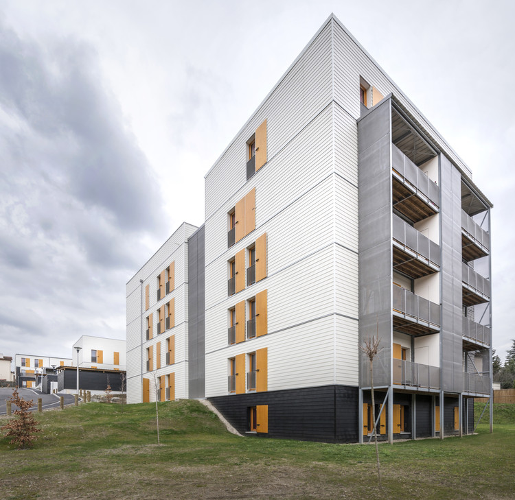 60 Social Housing Apartments in Rive-De-Gier  / Tectoniques Architects