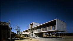 Pilotis House  / Furuichi and Associates