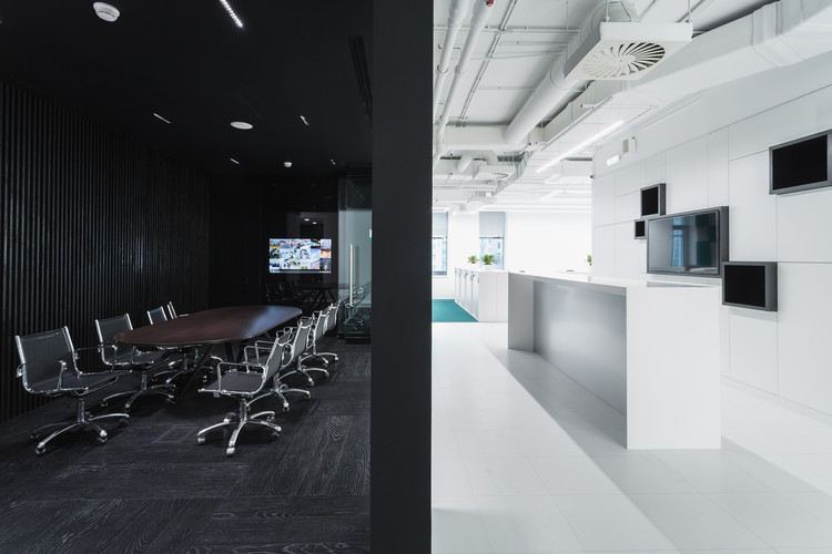 Office of rd construction company ind architects archdaily for Office design archdaily