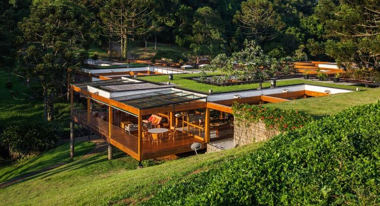 Grid House / FGMF Arquitetos, © Alexandre Schneider