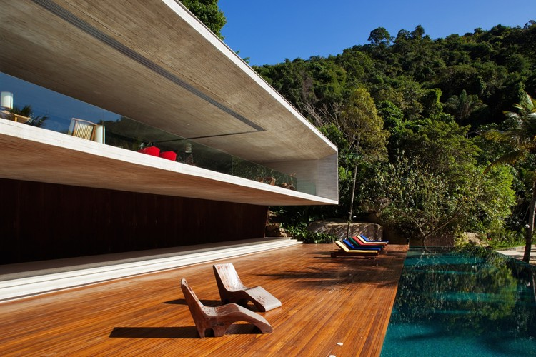 Paraty house studio mk27 archdaily for Maison container 50000