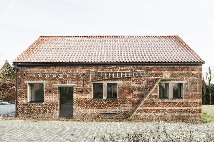Stable in West Flanders / Studio Farris Architects, © Koen Van Damme