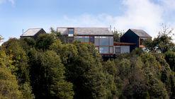 Makuc House  / Eugenio Ortúzar  + Tania Gebauer