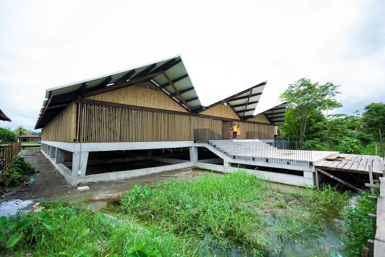 Institución Educativa Embera Atrato Medio / Plan:b arquitectos. Image © Julián Castro