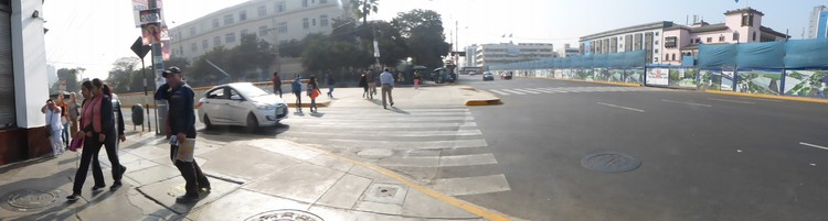 Actual desconexión peatonal entre avenidas Garcilaso de la Vega y Arequipa.. Image © Claudia Hiromoto