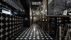 Alma Negra Wine Bar  / SA Estudio