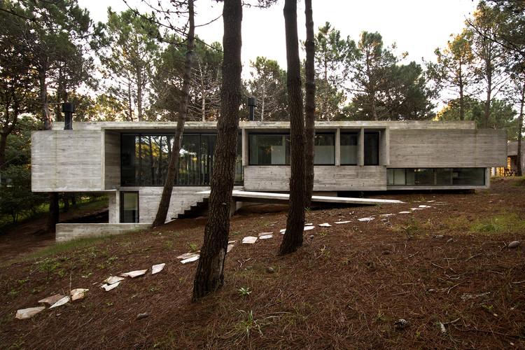 Casa  Valeria  /  BAK Arquitectos, © Daniela Mac Adden