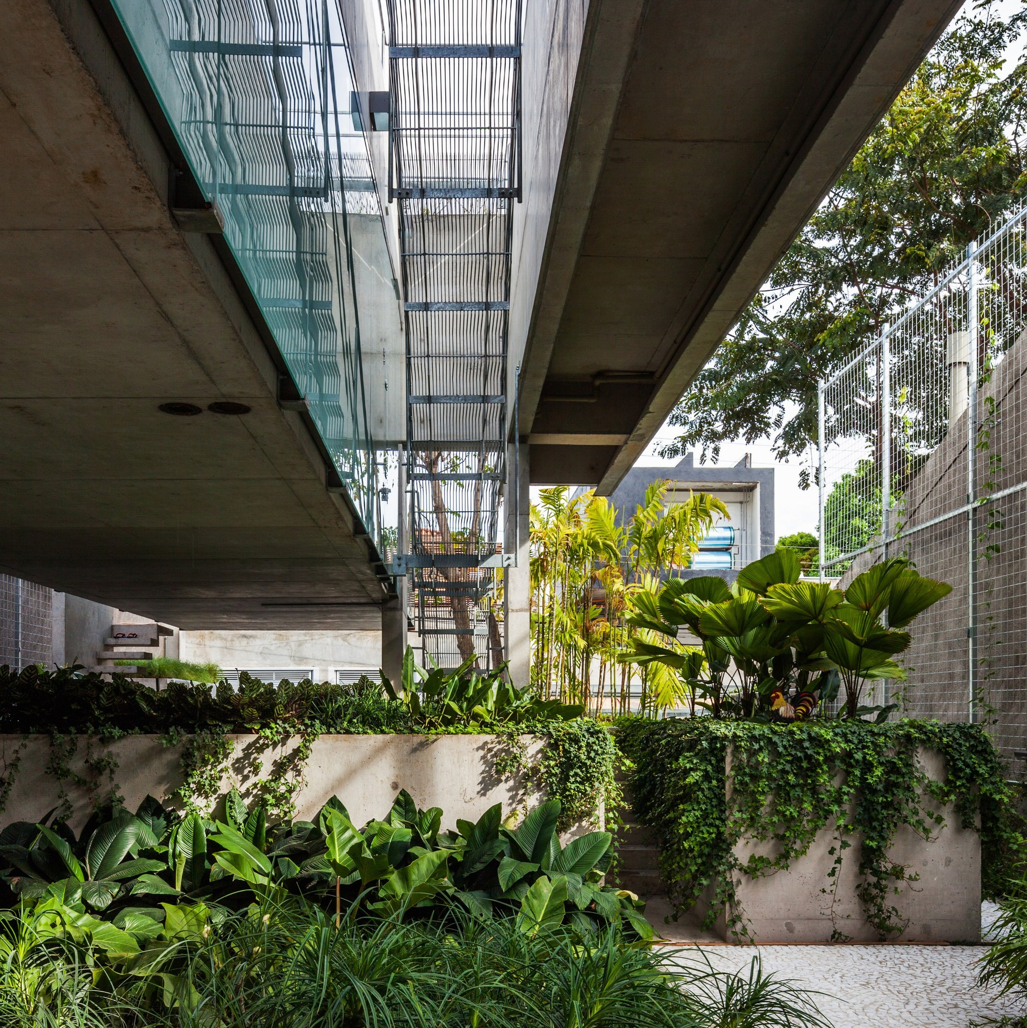 Gallery of weekend house in downtown s o paulo spbr arquitetos 23 - The narrow house of sao paolo ...