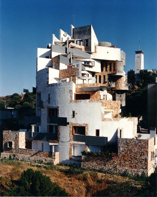 Spiral Apartment House, Ramat Gan, Israel, 1989. Image © Zvi Hecker
