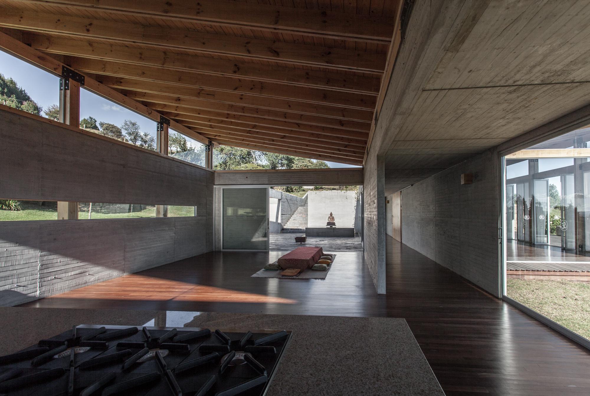 gallery of kamadhenu yoga studio carolina echevarri alberto burckhardt 4. Black Bedroom Furniture Sets. Home Design Ideas