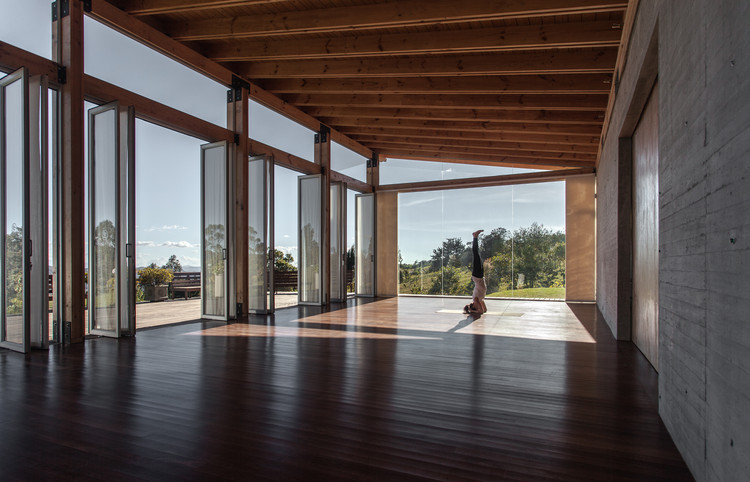 Estudio Para Yoga-Kamadhenu  / Carolina Echevarri  + Alberto Burckhardt , © Juan Cristobal Cobo