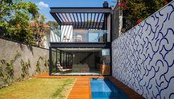 House 7x37 / CR2 Arquitetura