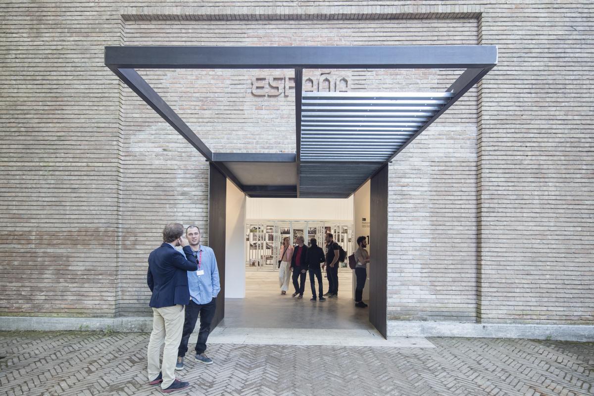 'UNFINISHED' de España: Ganador del León de Oro en Bienal de Venecia 2016.