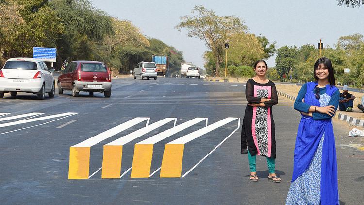 Con ilusiones ópticas buscan proteger a los peatones en India, Vía progrss.com