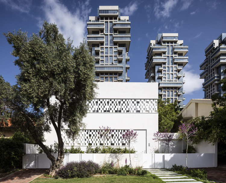 Tel Aviv House  / Pitsou Kedem Architects , © Amit Geron