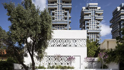 Tel Aviv House  / Pitsou Kedem Architects