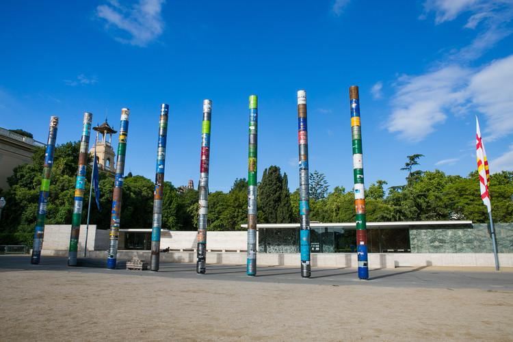 'Columnas Cristalizadas', la intervención ganadora a 30 años de la reapertura del pabellón Mies van der Rohe. Image © Anna Mas