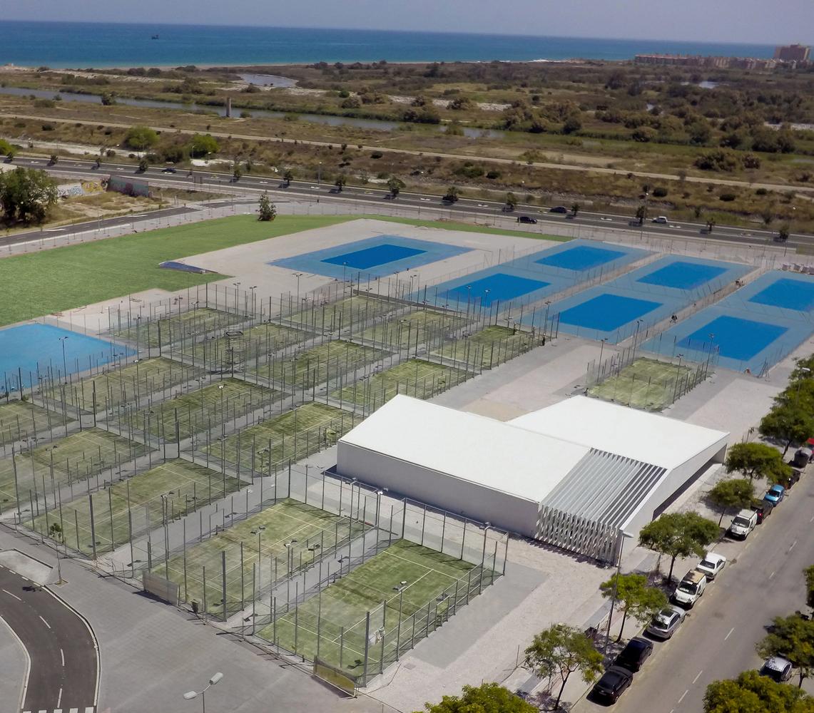 Racquet Club / Luis Machuca y Asociados