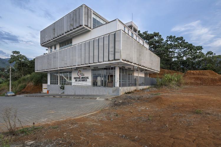 Unidad Multicompetente Las Naves  / Arquitectura X + Colectivo Arquitectura and Espinoza Carvajal, © Sebastián Crespo