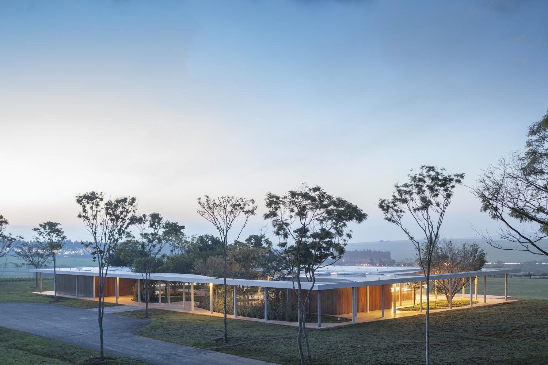 Fazenda Boa Vista – Equestrian Center Clubhouse / Isay Weinfeld