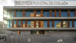 Biblioteca Municipal De Coslada  / Pinearq