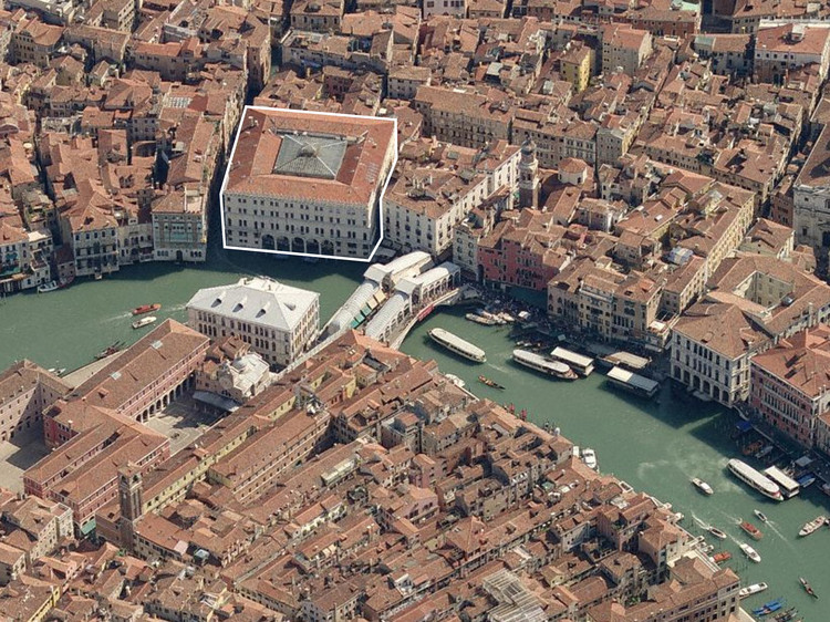Il Fondaco dei Tedeschi, location next to the Rialto Bridge on the Grand Canal. Image Courtesy of OMA