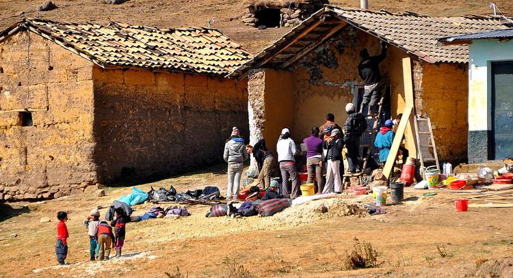Primera intervención Patalá. Image © Construye Identidad
