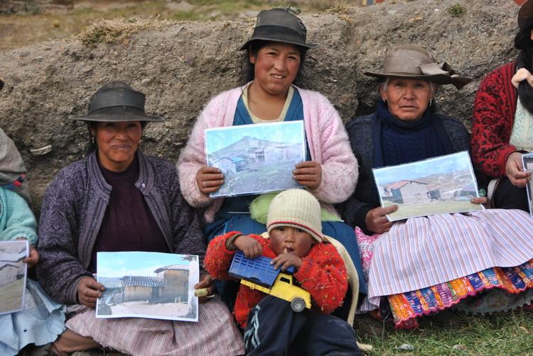Viaje de investigación Patalá 2011. Image © Construye Identidad
