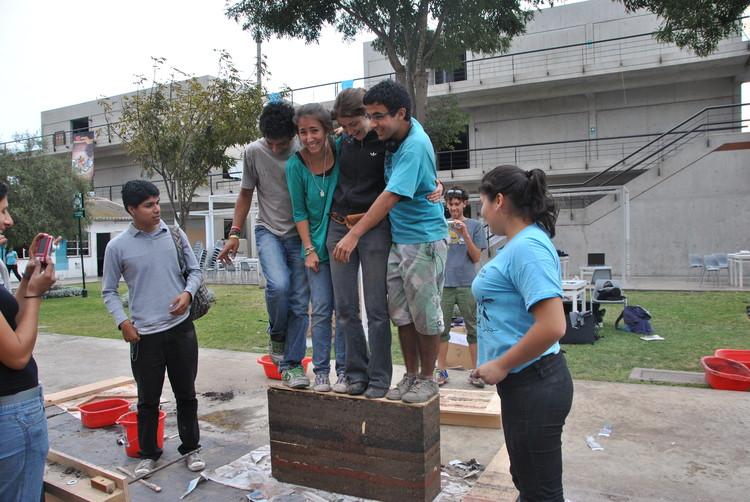 Workshop construcción con tapial y adobe. Image © Construye Identidad