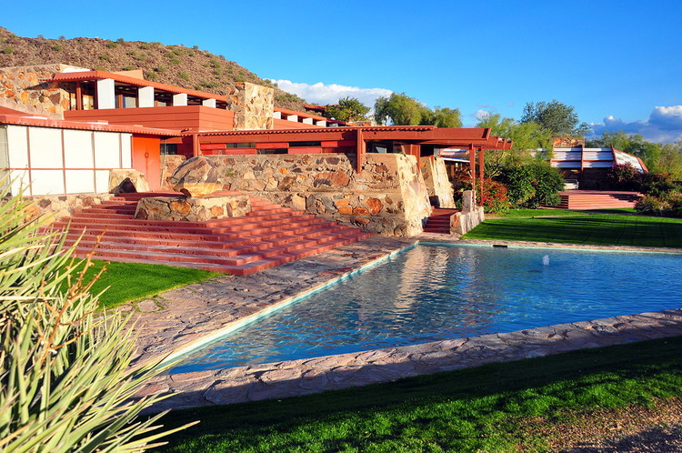 Taliesin West. Image © <a href='https://en.wikipedia.org/wiki/File:TaliesinWest2010.JPG'>Wikimedia user AndrewHorne</a> licensed under <a href='https://creativecommons.org/licenses/by/3.0/deed.en'>CC BY 3.0</a>