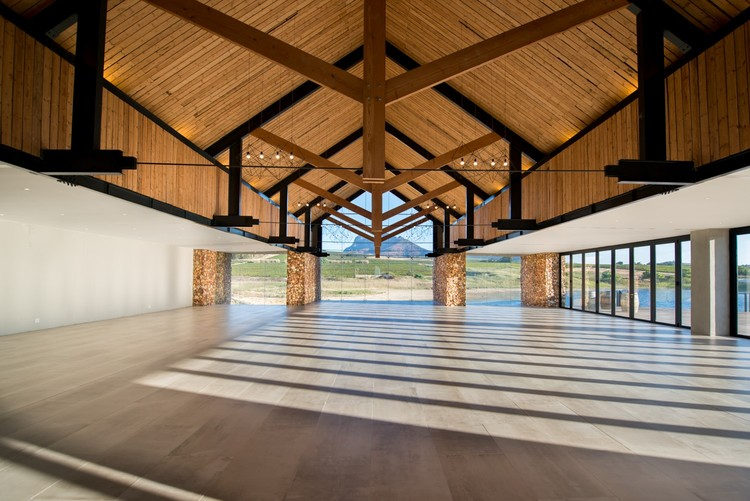 Anura Vineyards / MBA Architects  + Inhouse Brand Architects, © Riaan West Photography