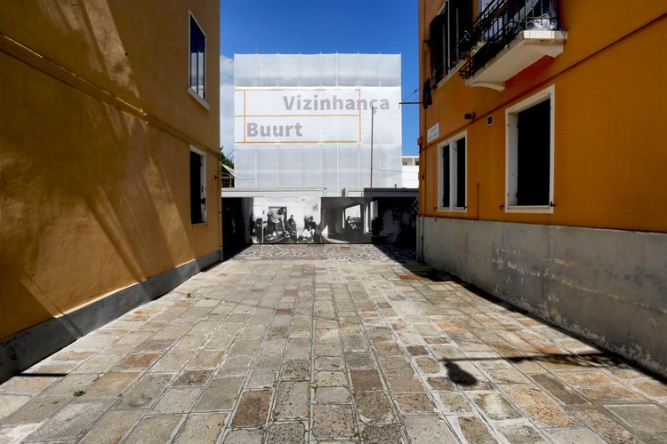 NEIGHBOURHOOD - Where Alvaro meets Aldo / curatoría de Nuno Grande y Roberto Cremascoli. Pavilhão de Portugal na Bienal de Veneza 2016. Imagen© Nicolò Galeazzi