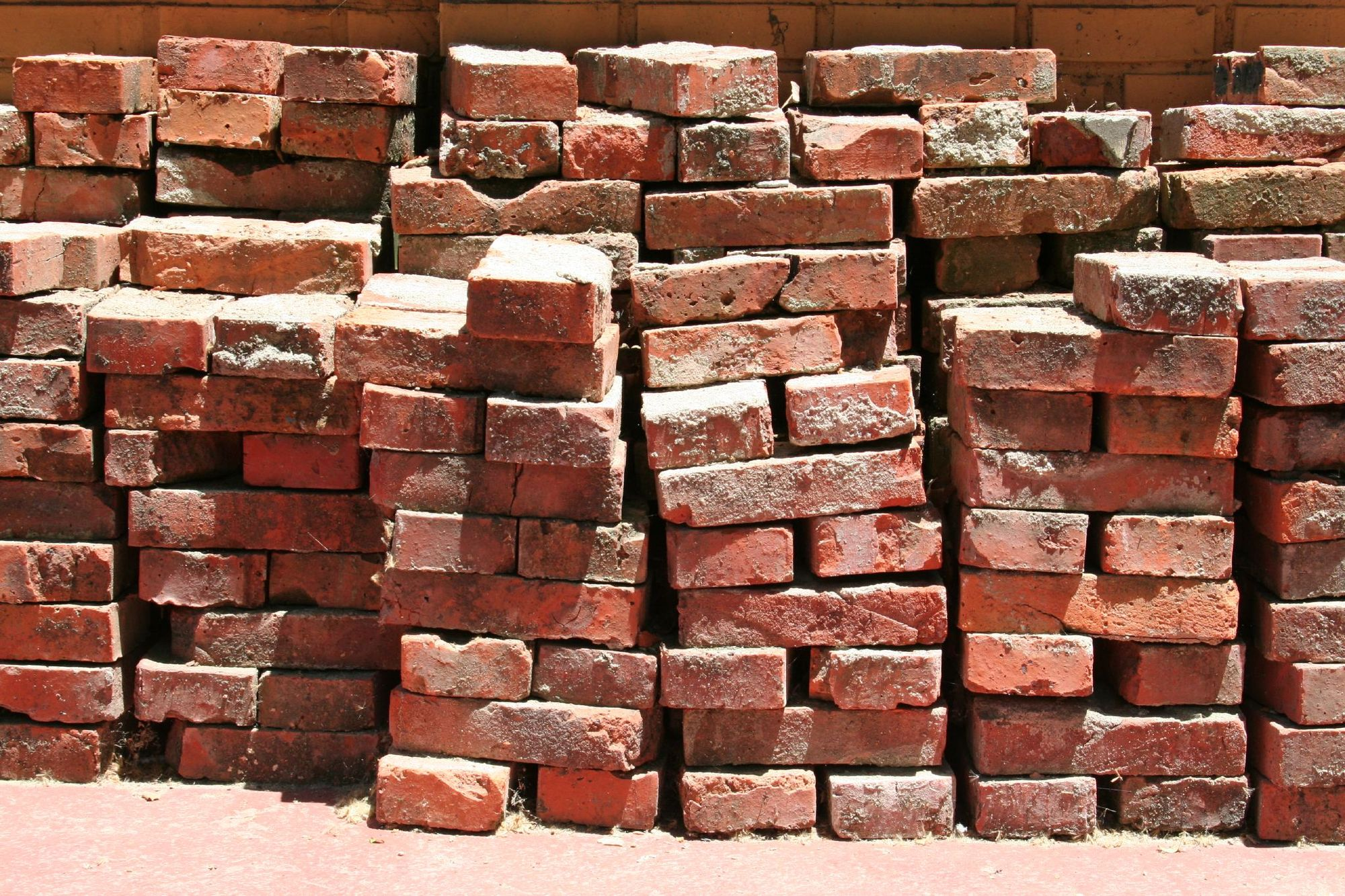 Rmit researchers develop a lighter better brick made with for Uses for a brick