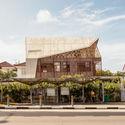 Llanura Siglap / Aamer Architects