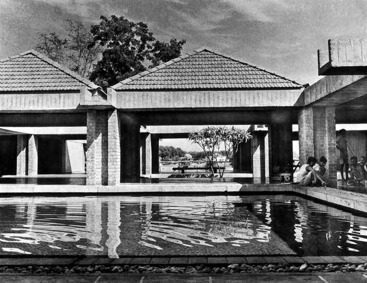 El Gandhi Ashram / Charles Correa Associates. Imagen © Pranal Patel. Courtesy Charles Correa Associates