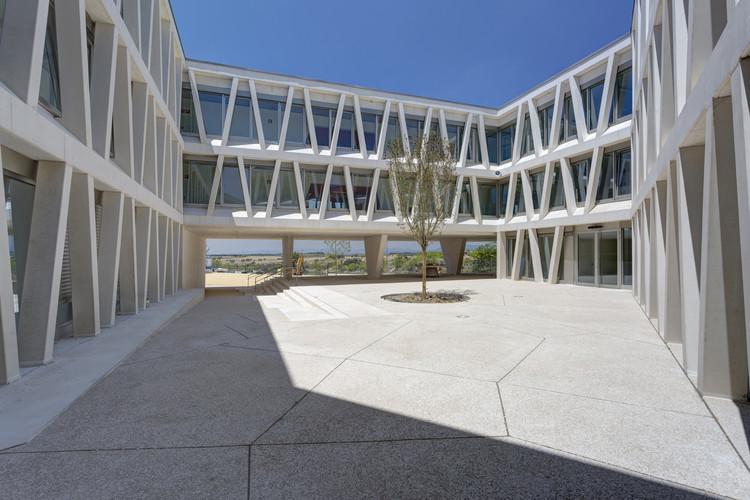Colegio Alemán / Grüntuch Ernst Architects. Madrid . Image ©  Celia de Coca
