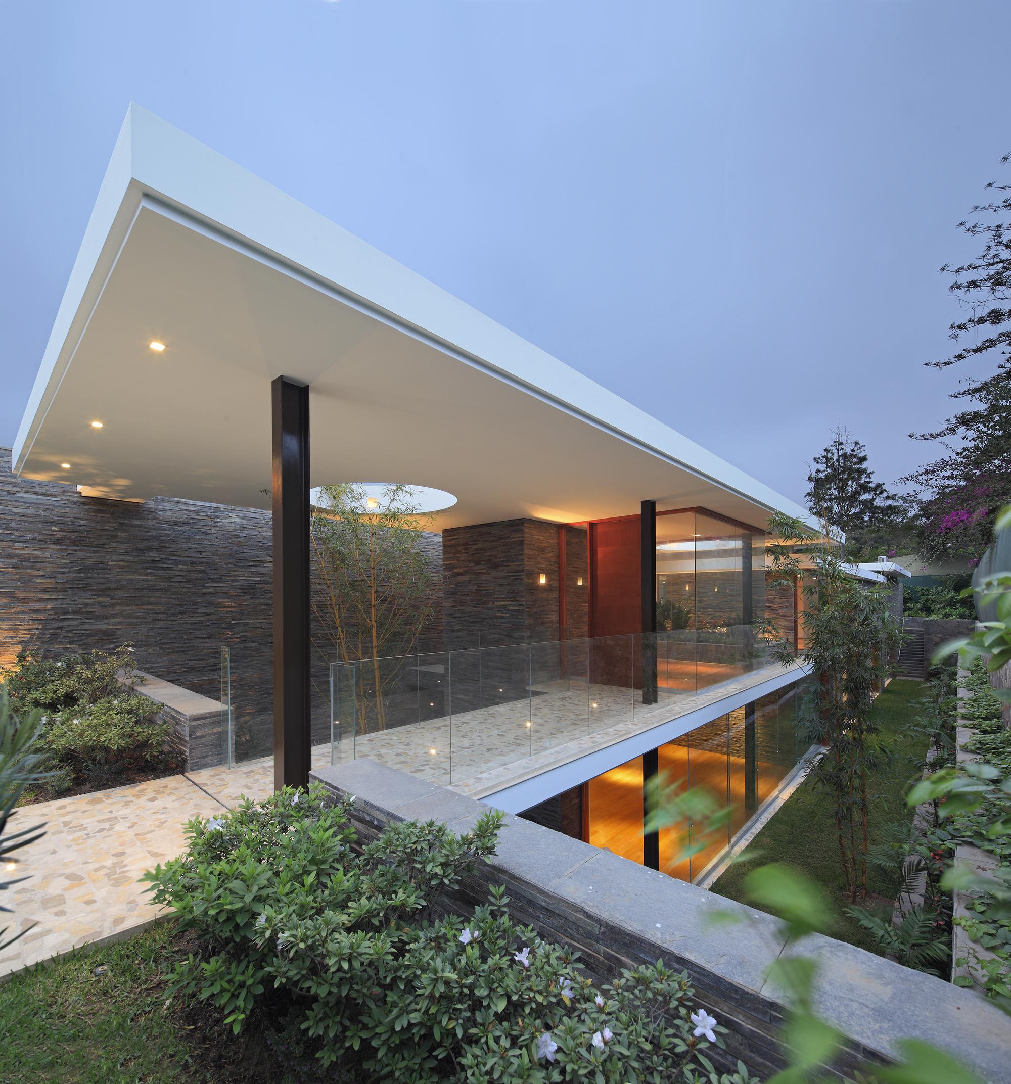 Casa lineal metr polis oficina de arquitectura archdaily - Arquitectura de casas ...